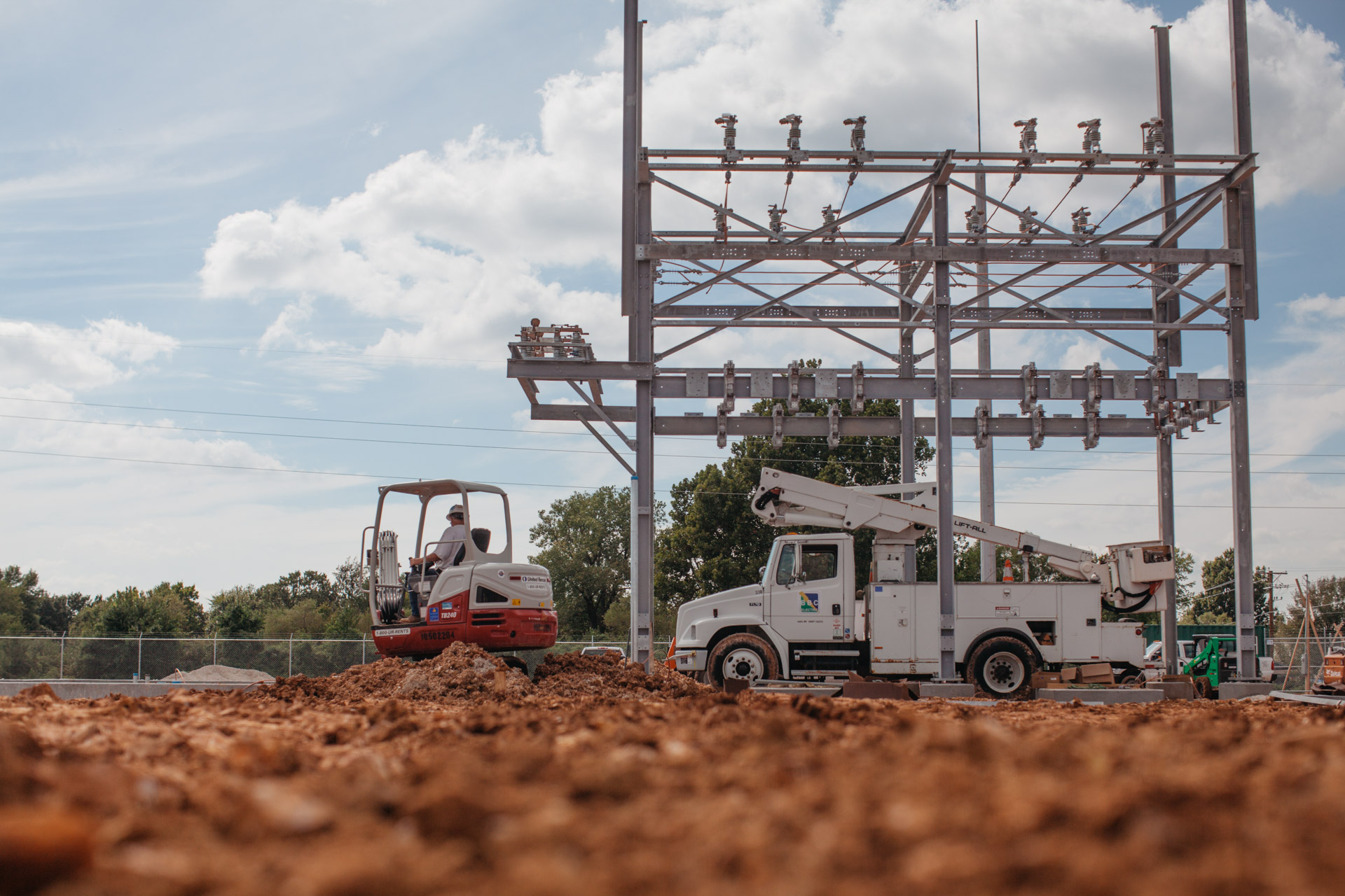Image of lift truck inside the Empire Substation construction site in Joplin, MO.